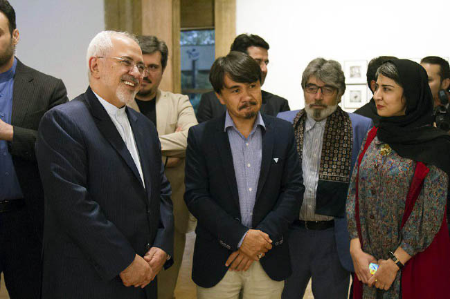 Iranian FM Visits Afghan Art Exhibit, Wishes Peace in World