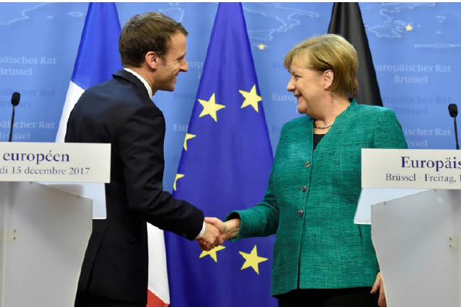 Merkel, Macron Say No Alternative to Peaceful Settlement in Eastern Ukraine