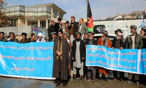 Protesting  Candidates Close  IECC Office in Kabul