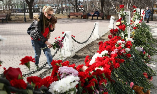People Bring Flowers & Toys to Commemorate  Superjet-100 Crash-Landing Victims