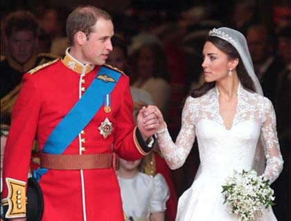 William And Kate Seal Wedding With Balcony Kisses The