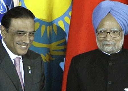 Zardari and Manmohan Singh Agree to Promote Bilateral Relations